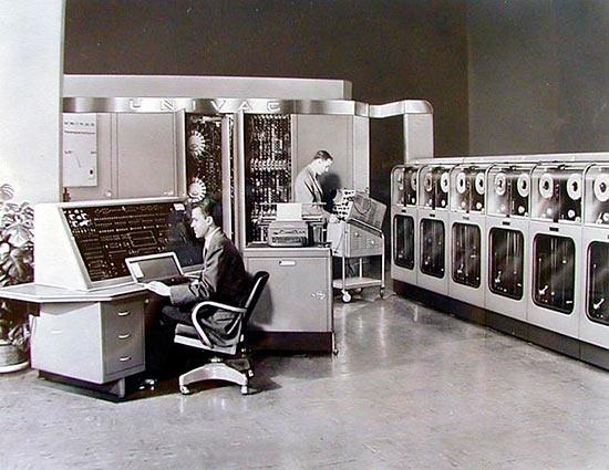 Преспер Эккерт и Джон Мочли впервые создала компьютер